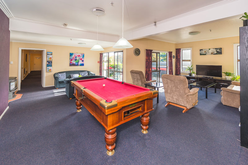 wanganui accommodation - pool-table