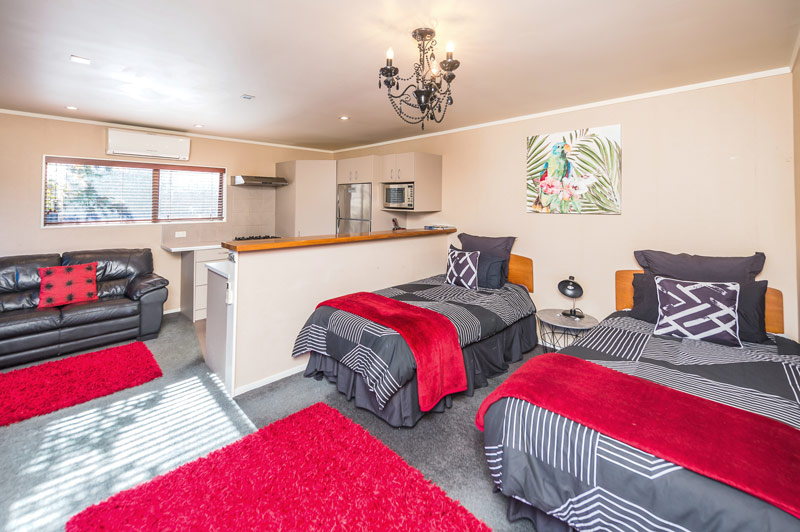 wanganui accommodation poolside-beds